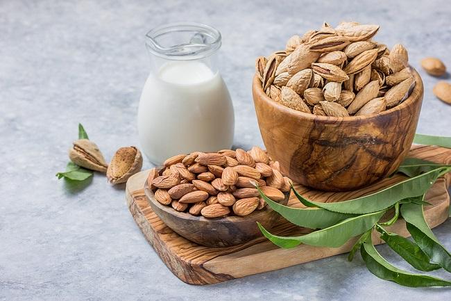 Almond-Milk-and-Almonds