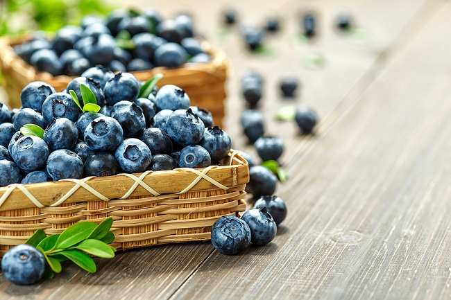 Fresh-Blueberries-on-a-Table