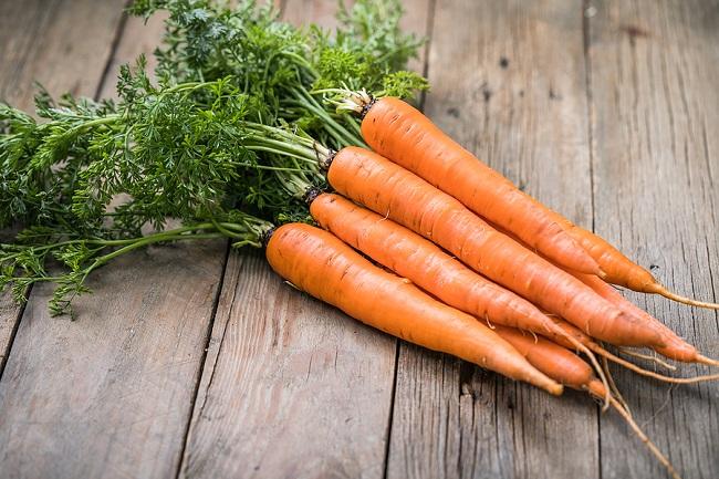 Fresh-Carrots-on-a-Table