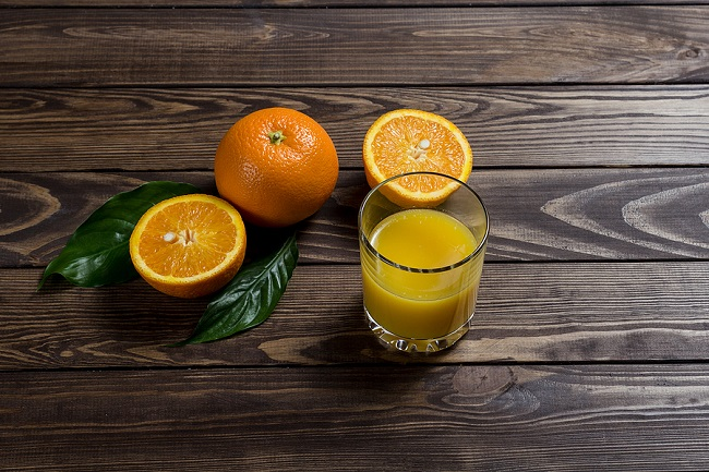 Orange-Juice-and-Sliced-Oranges