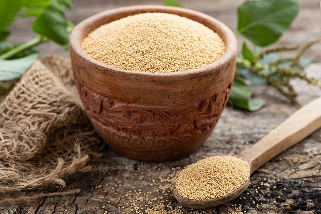 Raw-Organic-Amaranth-Grain-in-Bowl