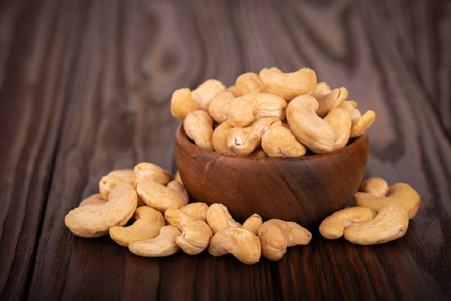 Cashews-Nuts-in-a-Wooden-Bowl